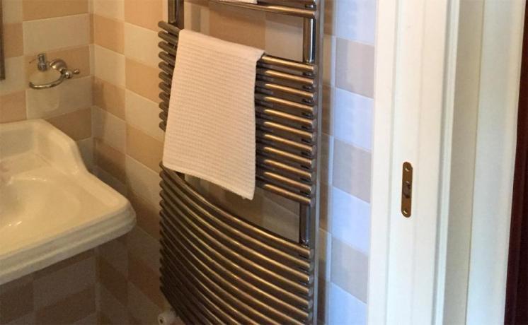 Appartamento Vacanza: Bagno con scaldasalvietta