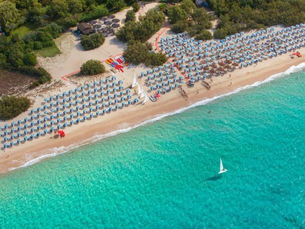 Villaggio con spiaggia privata sul mar Mediterraneo