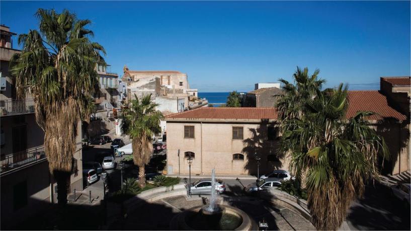 Hotel nella piazza principale a Castellammare