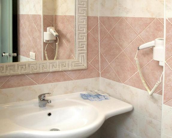 Hotel con bagno privato e phon