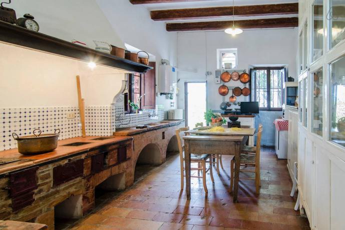 Villa con grande cucina attrezzata a Jesi