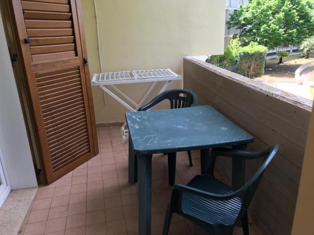 Monolocale: terrazzino per mangiare all'aperto