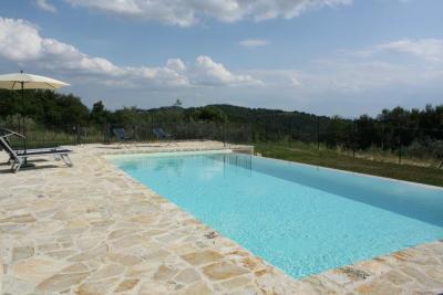 Grande parco con piscina panoramica