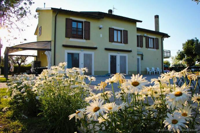Camere bagno e piscina in Umbria