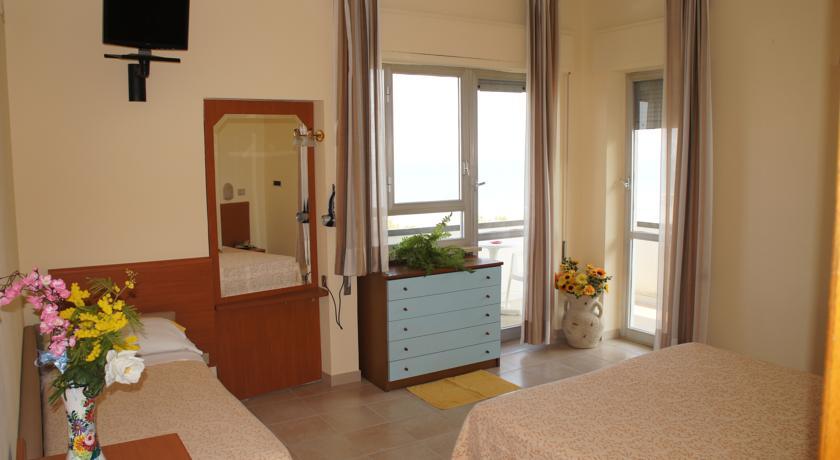Camere fronte Mare Piscina in Hotel Giulianova