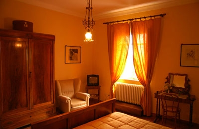 Giallo bedroom