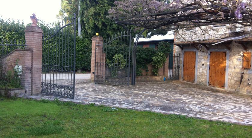 B&B con cancello e giardino privato