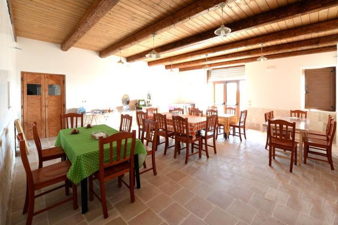 Ristorante dell'agriturismo, trulli, Alberobello, Puglia