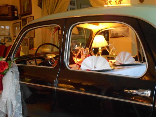 Mangiare in auto d'epoca hotel a Chiusi