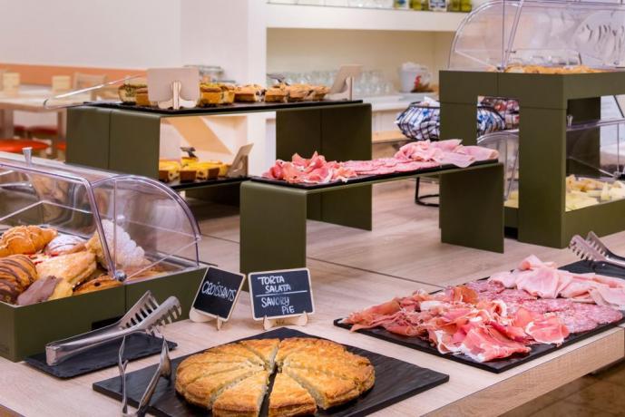 Buffet colazione hotel3stelle vicino alla spiaggia Igea Marina