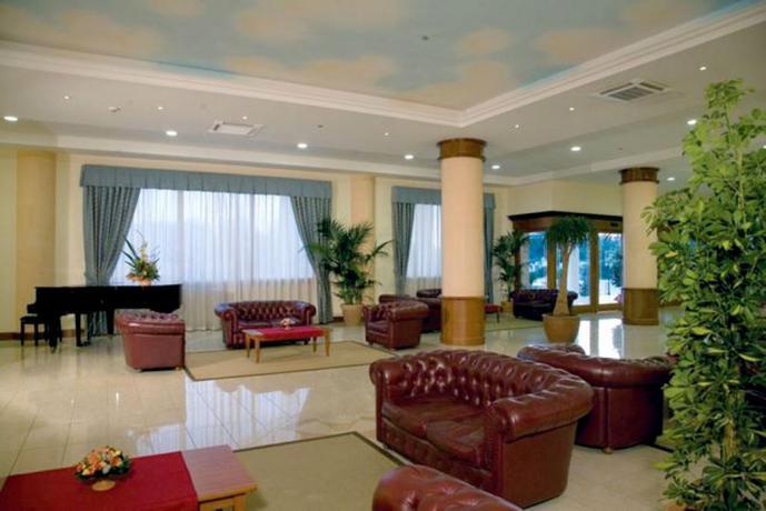 Relax in Hotel con Piscina Coperta a Caserta