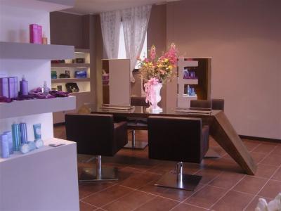 Mensola da lavoro per parrucchiere arredamento per for Tavolo salone