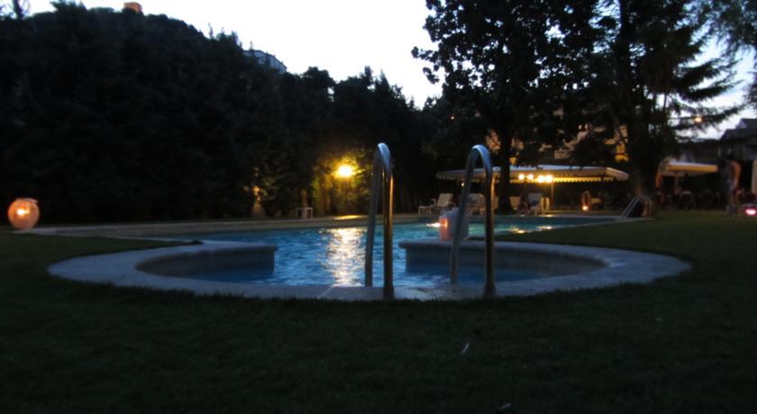 lato ingresso acqua piscina esterna hotel Padova