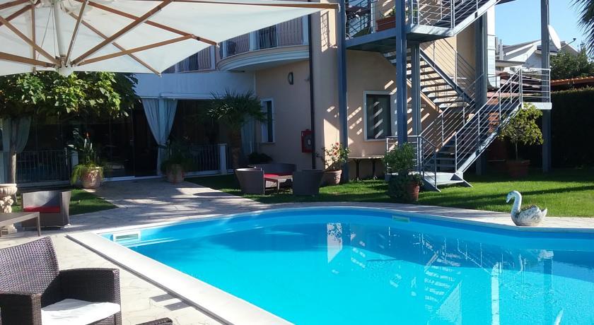 Catanzaro: Camere con Ristorante e Piscina ad Acconia Curinga vicino Lamezia Terme
