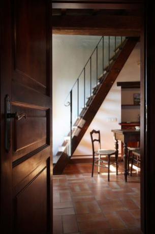 Camere con scale e salotto