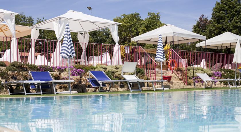 Appartamenti con Piscina in Villaggio in Toscana