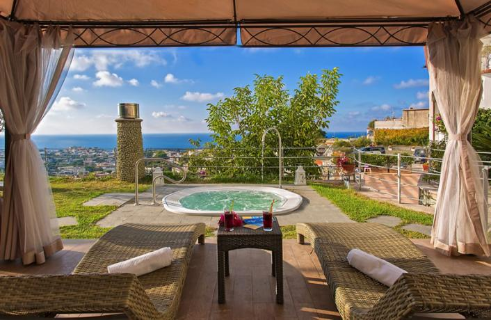 Idromassaggio esterno panoramico acqua calda Hotel Ischia