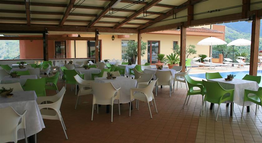 Bar dell'Hotel Tortola tra Basilicata e Calabria