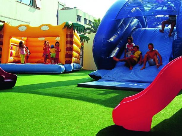 ideale per famiglie, con piscina, parcogiochi per bambini