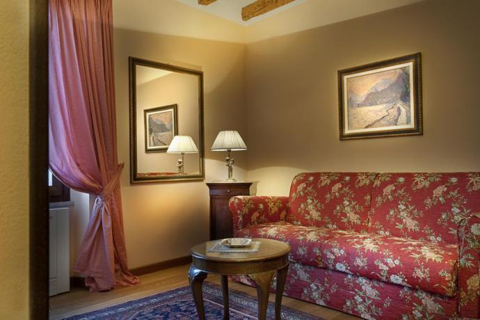 Villa con Suite con salottino con vista Lago