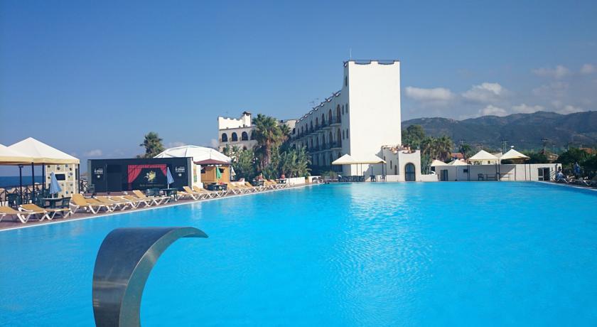 Hotel a Marina di Patti con Piscina olimpionica