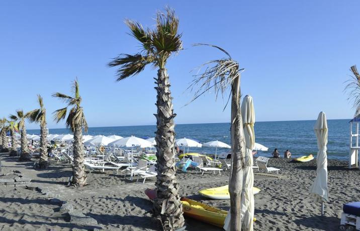 Spiaggia privata davanti resort Baia Domizia