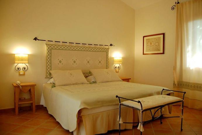 Camera matrimoniale raffinata ed elegante in Sardegna