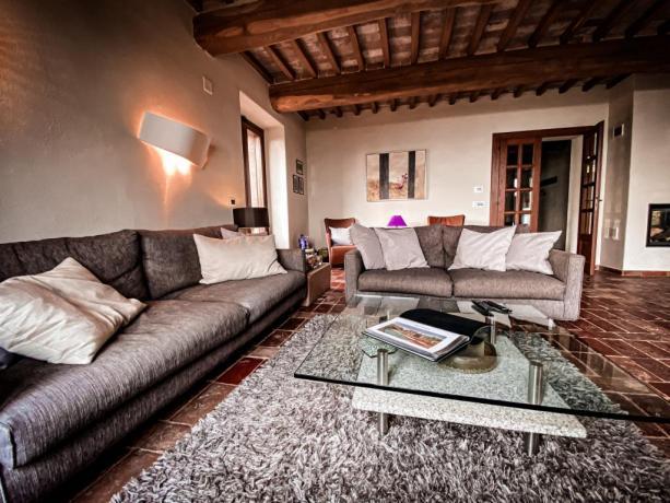 Villa con salotto finestre panoramiche Lago Trasimeno