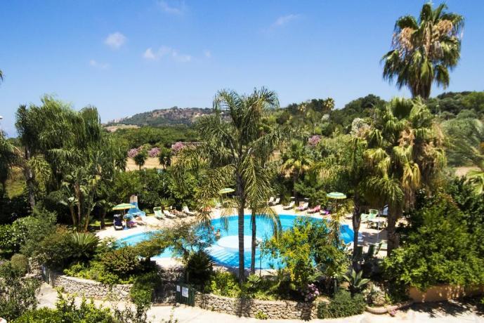 Hotel con piscina attrezzata a Tropea