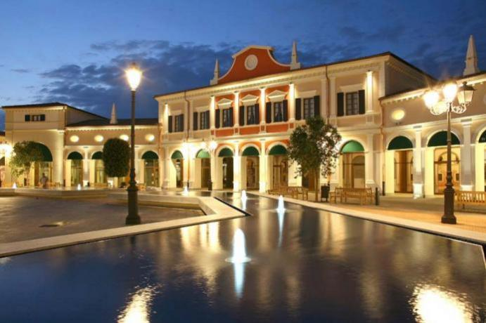 Outlet castel Romano vicino all'Hotel 4 stelle