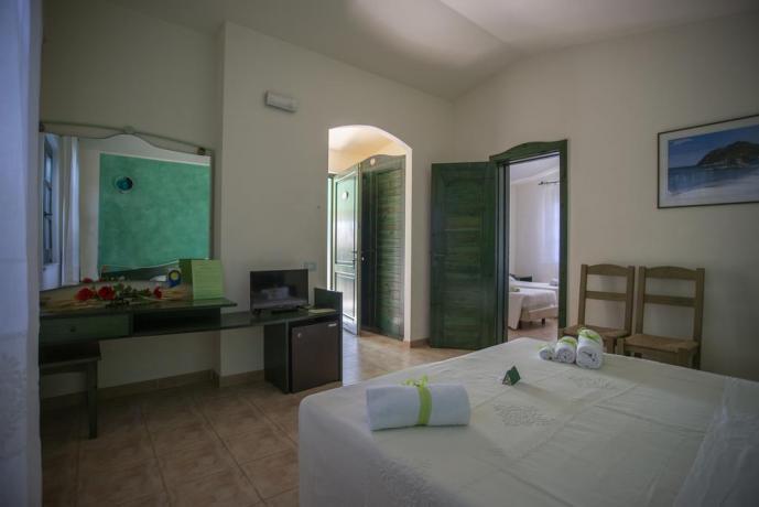 Camera con Letto-Aggiunto con Giardino-Veranda vicino-al-mare
