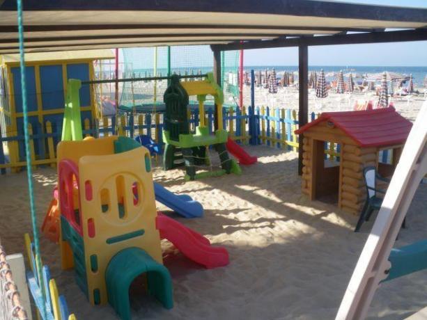 Giochi divertenti per bambini in spiaggia