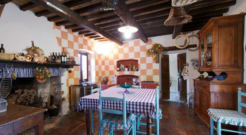 Villa con Piscina Panoramica per Famiglie in Umbria