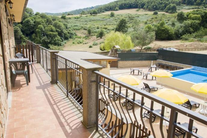 Agriturismo nel Lazio-camera vista piscina
