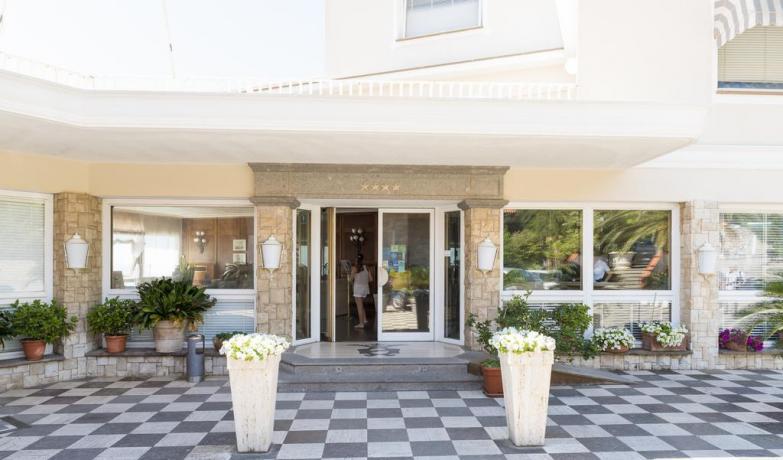 Hotel San Felice Circeo con giardino esterno