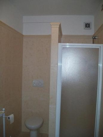 Appartamento Montefalco - bagno con doccia