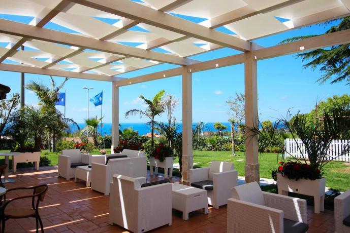 Zona relax con vista mare in Calabria