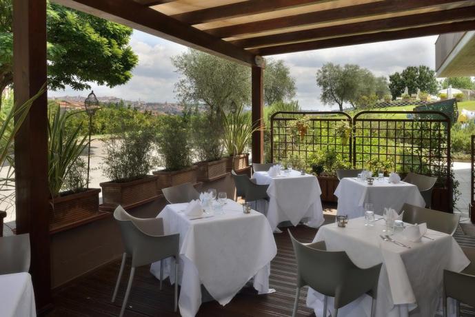 Ristorante esterno in Hotel 4 stelle Perugia