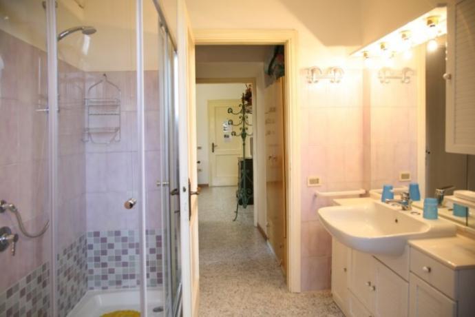 Pioppi: bilocale con bagno con doccia