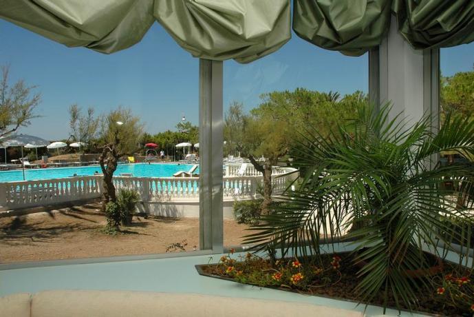 Hotel a Baia Domizia con Giardino Campi Tennis