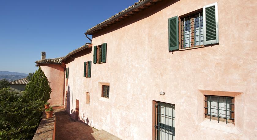 Intero Casolare per 12/16 persone in Umbria