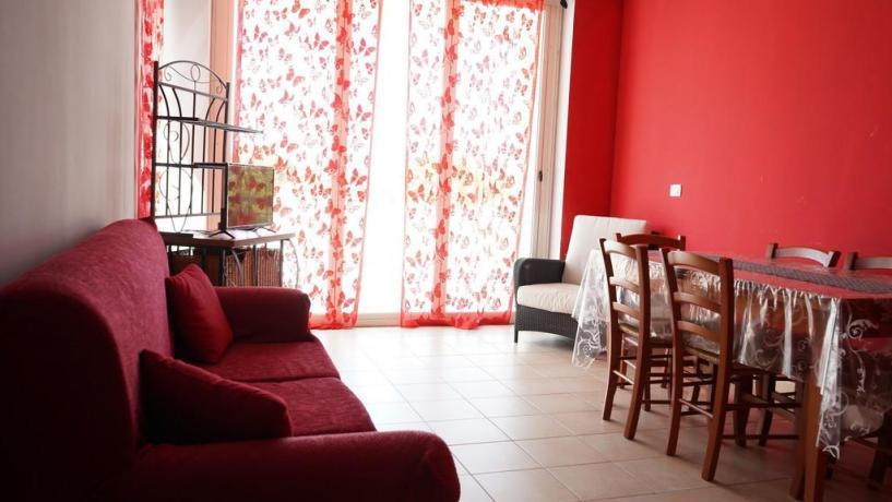 Appartamento con soggiorno e angolo cucina