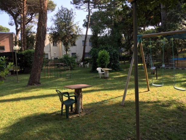 Hotel con enorme giardino e giochi per bambini