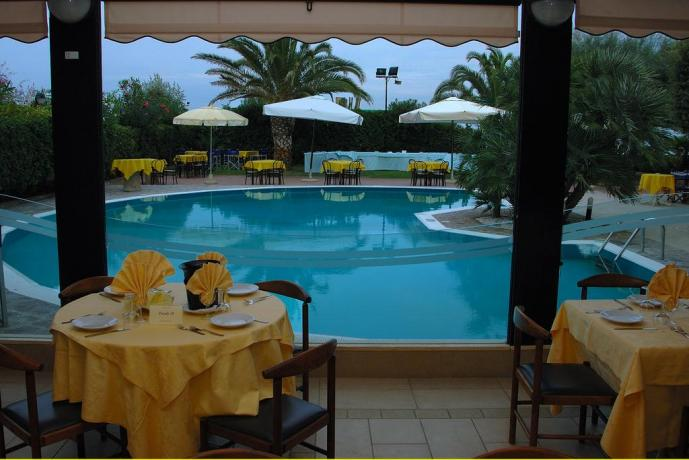 Hotel a Silvi, ristorante vista piscina e spiaggia