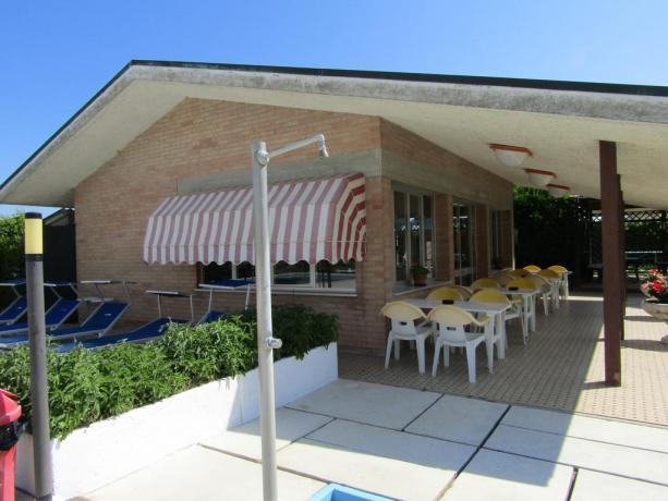 Servizio bar piscina privata Hotel a MilanoMarittima