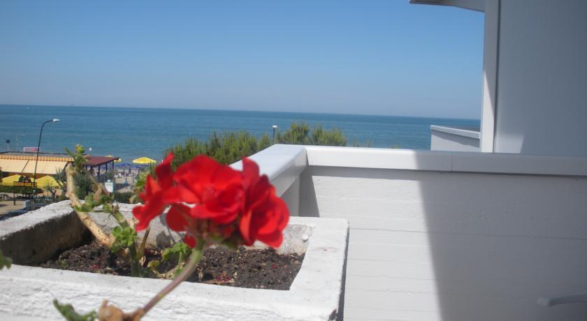 hotel3stelle-fronte-mare-silvi-marina-Pescara-piscina-internet-wifi