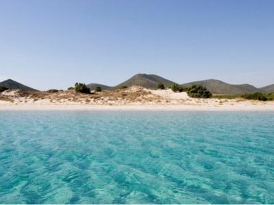 Spiaggia di chia vicino cagliari hotel b b agriturismi for Chia sardegna