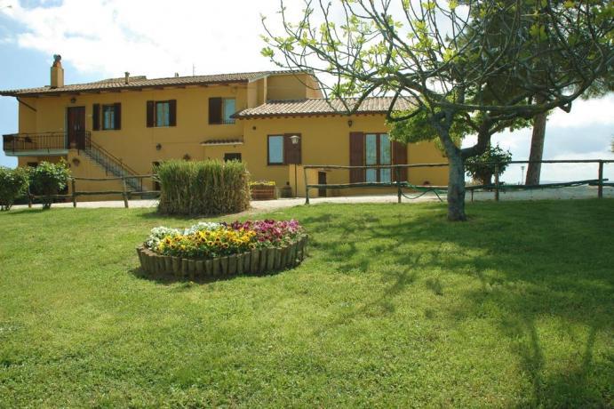 Agriturismo in Umbria con piscina ideale per gruppi