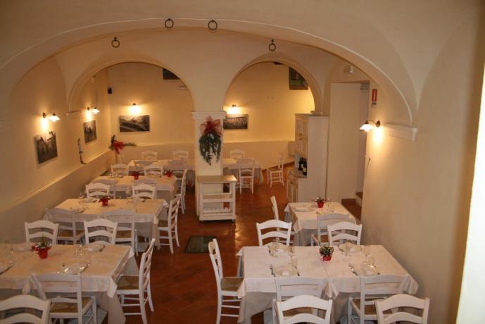 Sala ristorante resort vicino Nocera Umbra