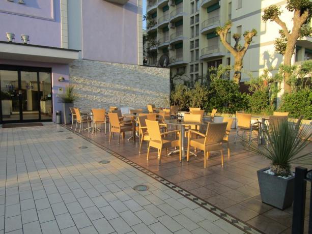 Portico Hotel a Milano Marittima attrezzato per aperitivi